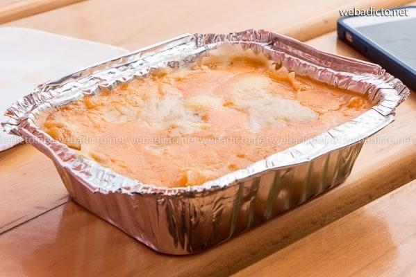 Lasagna de carne con salsa anticuchera y queso serrano